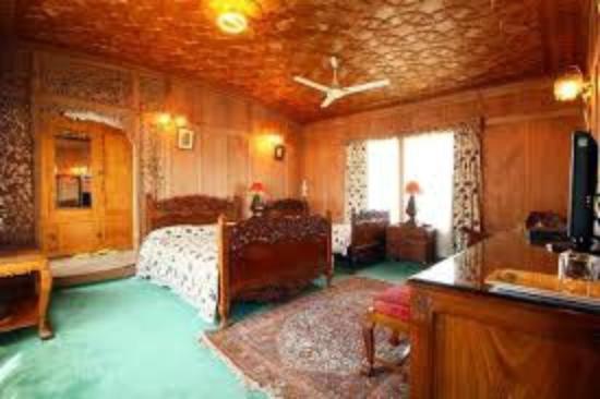 Dastan Houseboat: Bed Room