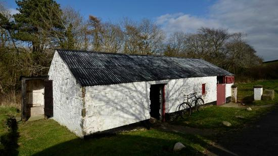 The National Folk Museum at Cregneash: One of the dozens of farm house buildings.