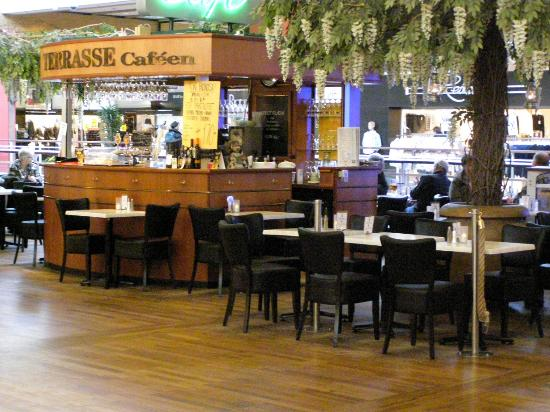 Terrasse Cafeen Hvor Du Kan Folge Lidt Med Hvad Der Sker Billede