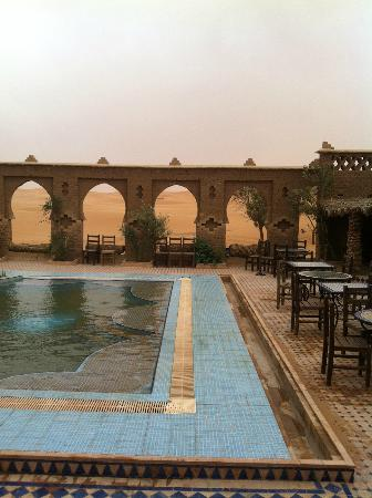 Auberge du Sud: The pool after the sand storm ... finally quiet.