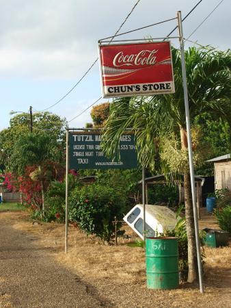 Tutzil Nah Cottages: Store