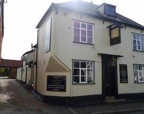 The Dickleburgh Crown : Pub front showing access to car park
