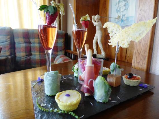 Hotel de la Verniaz et ses Chalets : Assiette de grignotage pour accompagner votre apéritif