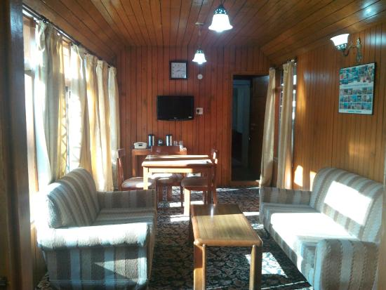 HPTDC Log Huts: Dining space