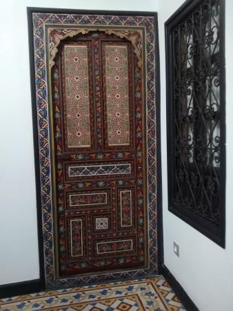 Riad nerja: le porte delle stanze