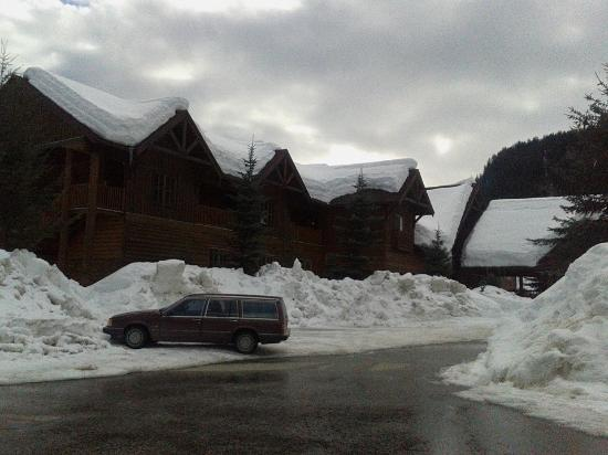 Glacier House Resort: The lodge