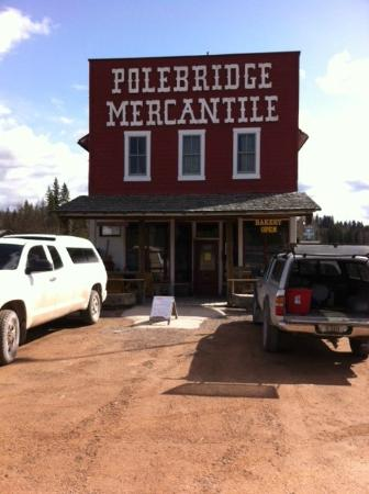 The Polebridge Mercantile : Pulling up