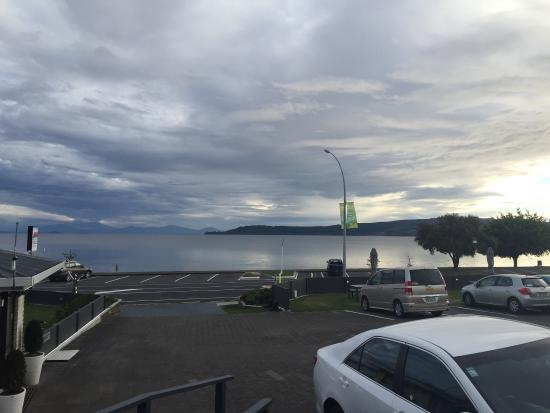 Gables Lakefront Motel: The view of Lake Taupo