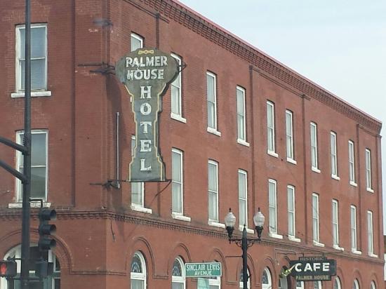 Sauk Centre, MN: Palmer House Hotel and Restaurant