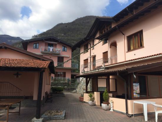 B&B Garzola: Our cosy small romantic room is from left)