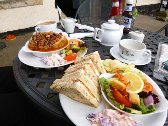 The Fountain Tea Rooms : lovely lunch sat in the sunshine on Easter Sunday