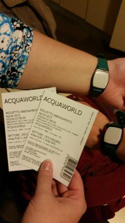 Concorezzo, อิตาลี: i biglietti e il bracciale magico