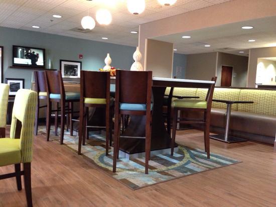 Hampton Inn Florence-Midtown: Lobby/breakfast area