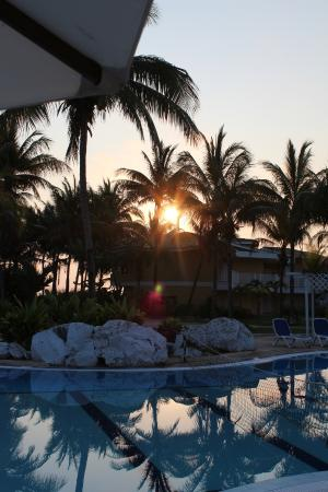 TRYP Cayo Coco: Pool area in the morning