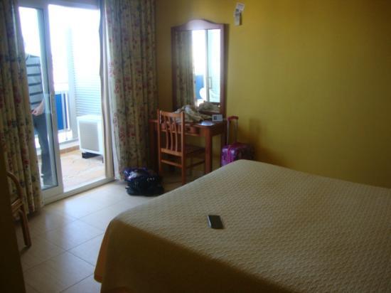 Hotel Tres Anclas : Habitación