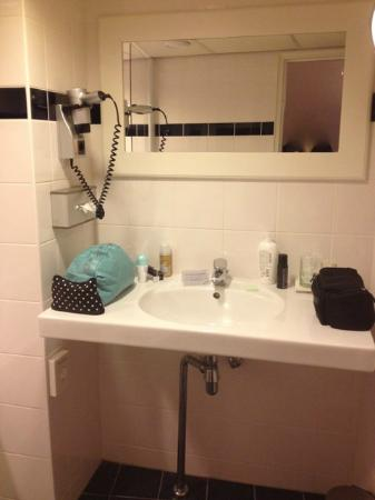 NH Amsterdam Caransa: Bathroom