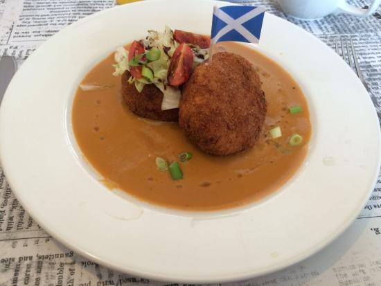 The Quaich - Cafe and Snack Bar: I claim these crab cakes in the name of Scotland!