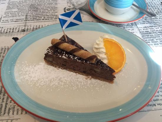 The Quaich - Cafe and Snack Bar: Having conquered the crab cakes, we advanced upon the cheesecake...