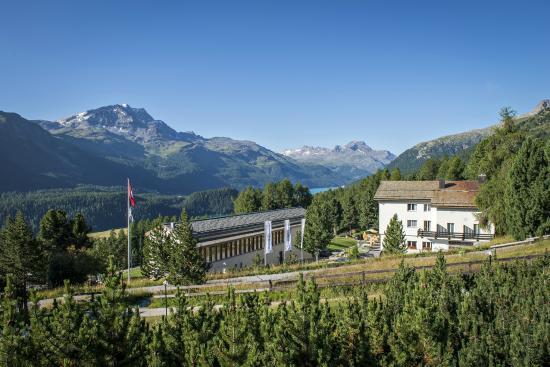 Blick auf und Ausblick vom Berghotel Randolins