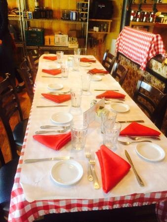 Garlic Mike's Italian Cuisine: Plenty of room for large parties.