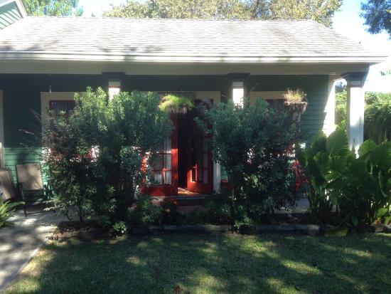 Audubon Garden Cottage: The wee house