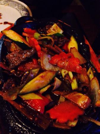 Chang Cheng : Очень нежное не острое, но ароматное мясо с овощами на сковороде! Вкусно-вкусно!