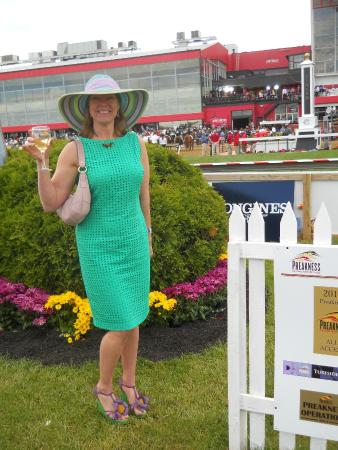 Pimlico Race Course: Posing in fancy outfit.