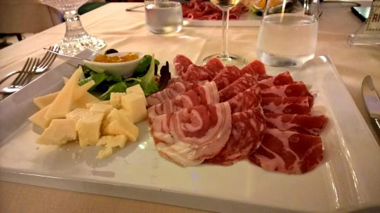 Ai Pini Park Hotel: The meat platter was great.