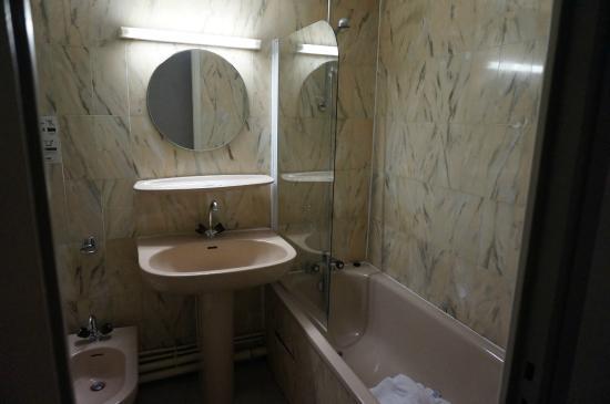 Hotel Victor Hugo Toulouse: Salle de bain