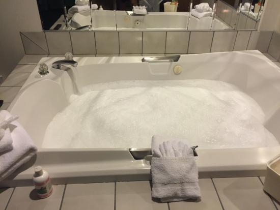 Quality Inn: Another pic of jacuzzi w bubbles