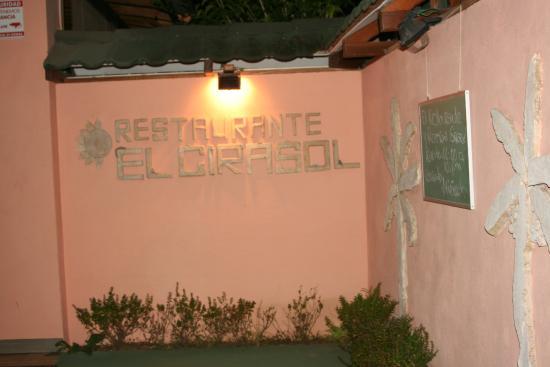 El Girasol: entrance