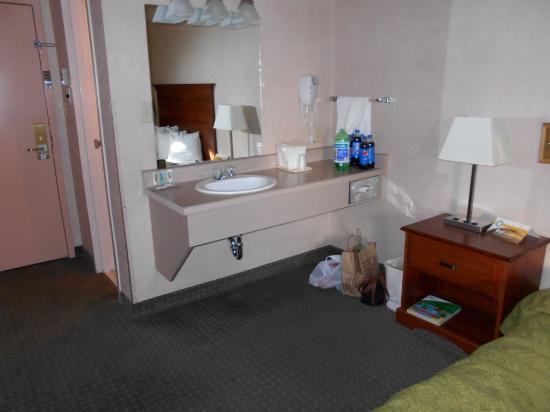 Quality Inn I-40 & I-17: Upstairs room