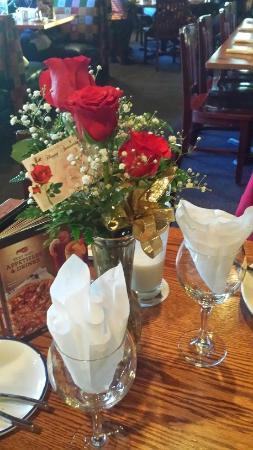 Red Lobster: Floral arrangement, our table!