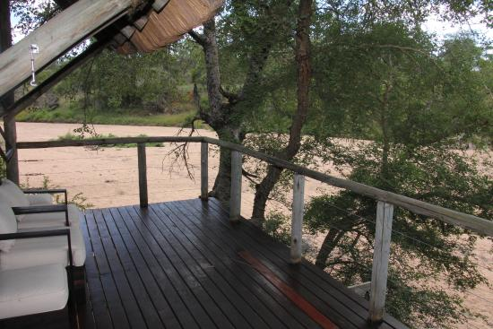 Rhino Post Safari Lodge : Terrasse
