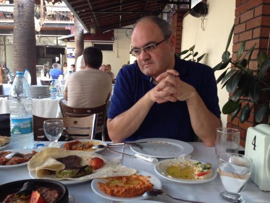 Anadolu Restaurant: Bitiremediğimiz mezeleri izlerken ;)