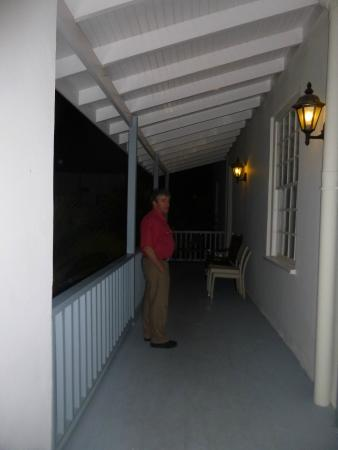 Surprising Common Outdoor Hallway Area Balcony With Bench Facing Creativecarmelina Interior Chair Design Creativecarmelinacom