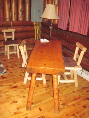Lisbon, NH: Dining table