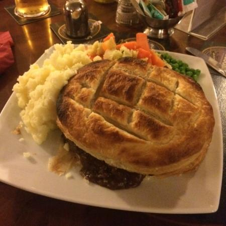 Shedfield, UK: Steak and Red Wine pie