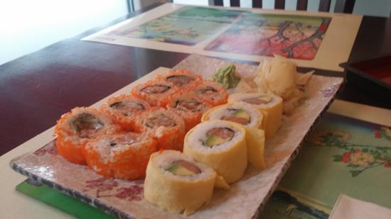 IZUMI - Restaurant - Sushi Bar : ממיצה ביותר על הרול המיוחד הזה שעטוף בטמאגו:)