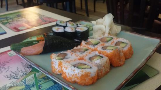 IZUMI - Restaurant - Sushi Bar : מאקי ואינסייד אאוט סלמון