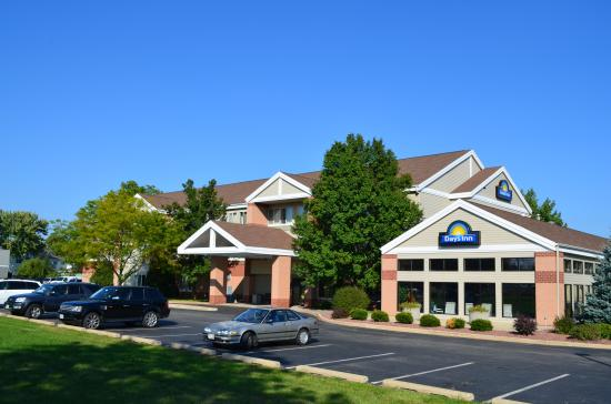 Days Inn & Suites Madison: Hotel main entrance