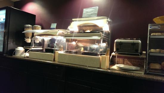 BEST WESTERN PLUS Wine Country Inn & Suites: Breakfast bar