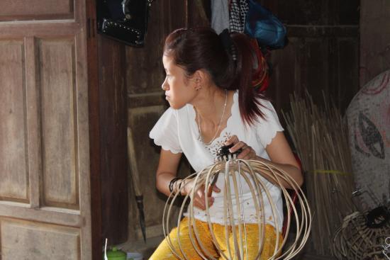 Hoi An Handicraft Workshop: What the lantern skeleton looks like
