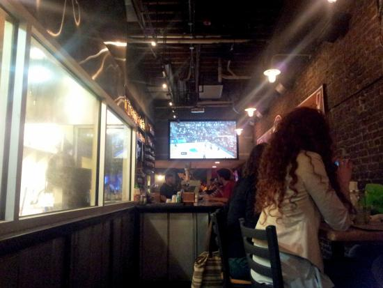 Boone's Bar: Inside