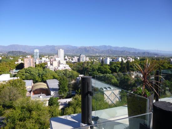 Premium Tower Suites Mendoza: Vista desde donde se toma el desayuno