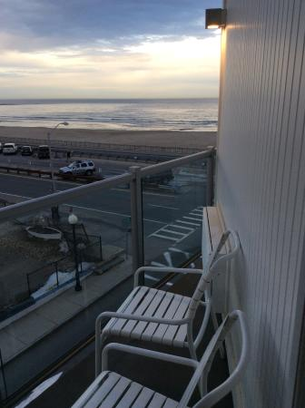 Ashworth by the Sea: View from side view King room