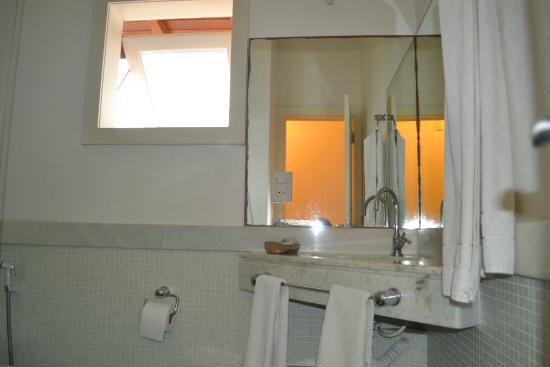 Passeio das Palmeiras Apartamentos: banheiro