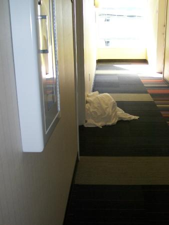 Linens left in hallway for 2 days:(