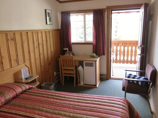 Gateway Motel: Queen Room