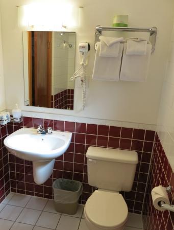 Gateway Motel: Renovated Bathrooms